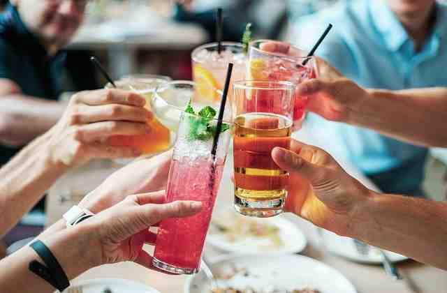 Comment faites-vous les couches d'un cocktail?