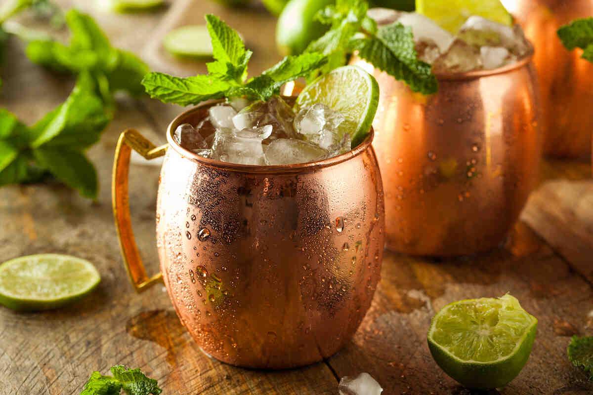 Comment décorer un verre à cocktail avec du sucre?