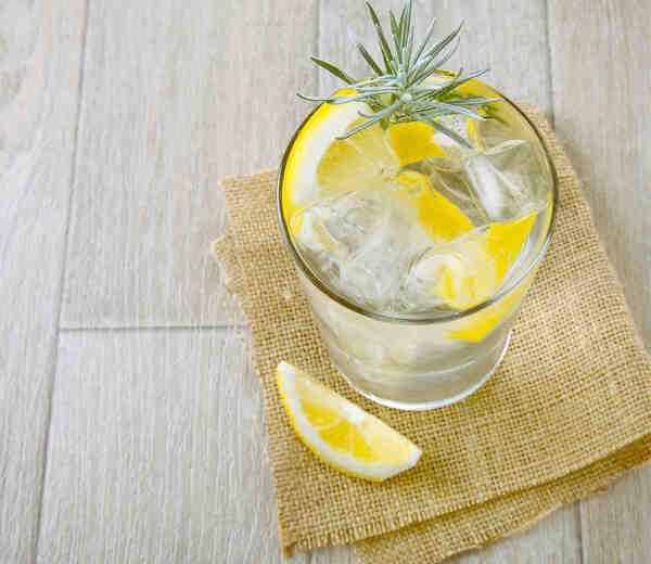 Comment servir un bon gin tonic?